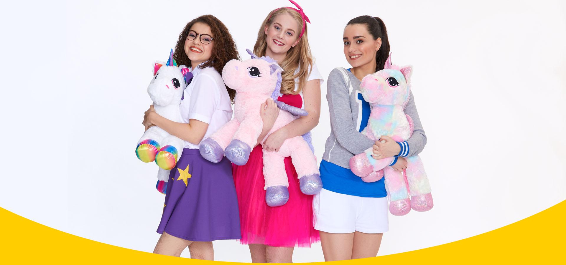 Wij zijn de meiden van Raak! Jess, Nikki en Zoë.